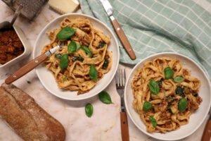 Pasta recept met rode pesto