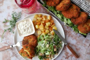 Viskoekjes met een frisse salade