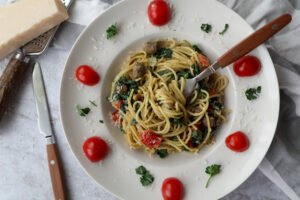 Spaghetti met avocadosaus en spinazie